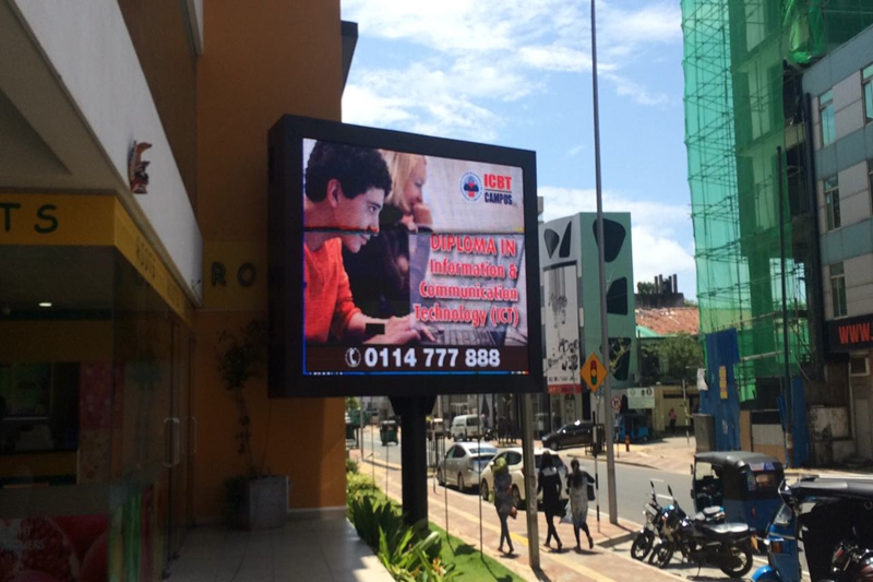 P10 Outdoor Advertising Single Pole Standing LED Billboard